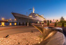 ss Rotterdam na zonsondergang